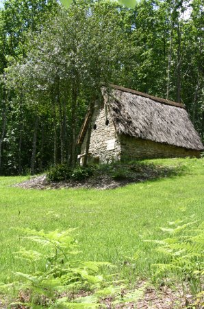 The old sheep barn with a roof of brem on La Maison de Payrac